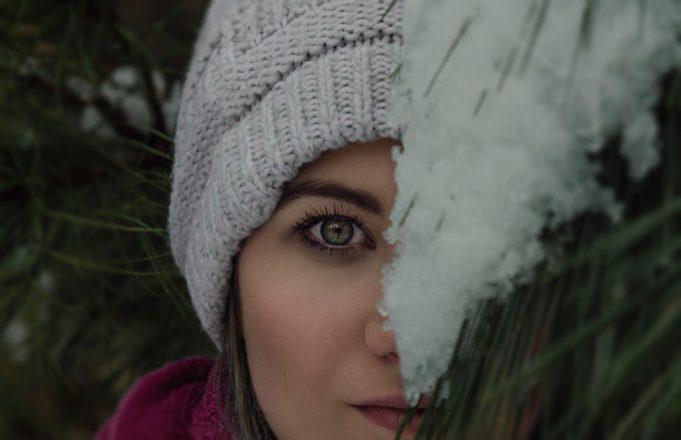 spierzchnięte usta zima